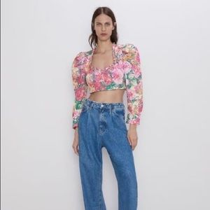 Zara Tops - Zara floral crop top